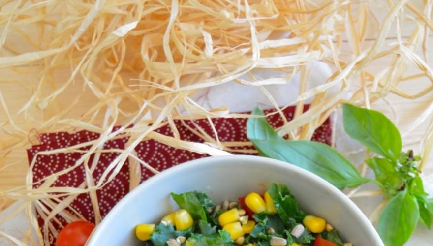 Salade Crue De Chou Kale Tomates Poivrons Et Mais Cru Vegan