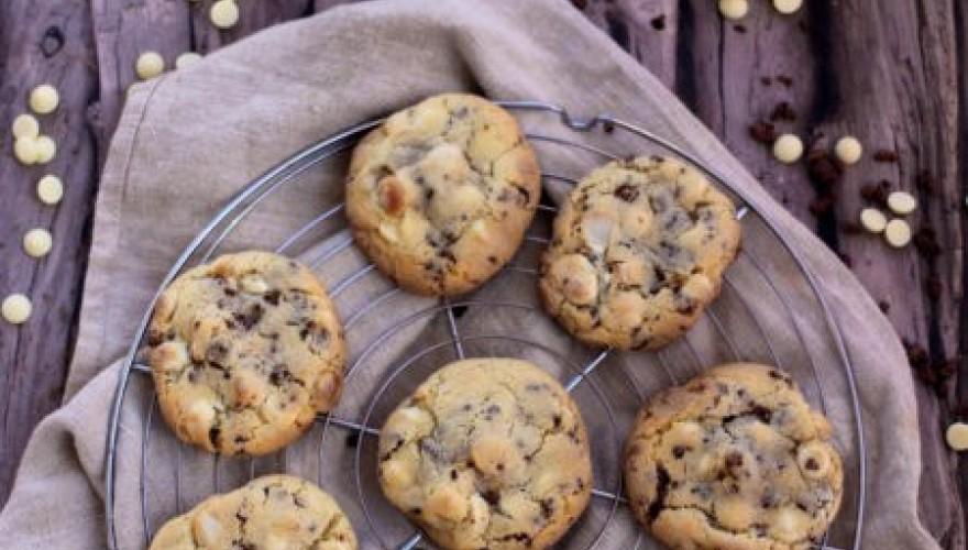 Cookies aux noix de macadamia et aux grués de cacao caramélisés