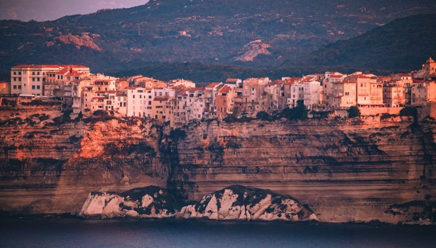 Visiter Bonifacio: les 11 choses incontournables à faire en Corse du sud