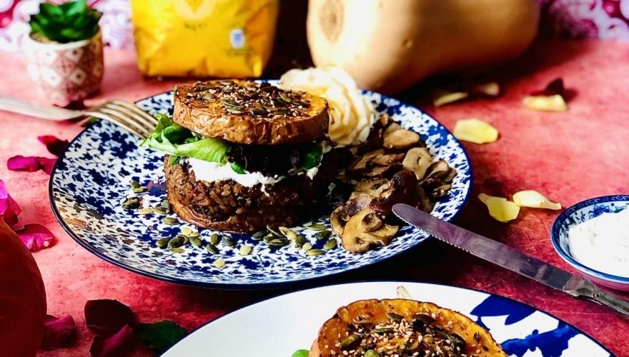Burger revisité végétarien et sans gluten : butternut rôti en trompe l'œil façon pain burger et galette de riz aux lentilles et légumes en collaboration avec Tilda !